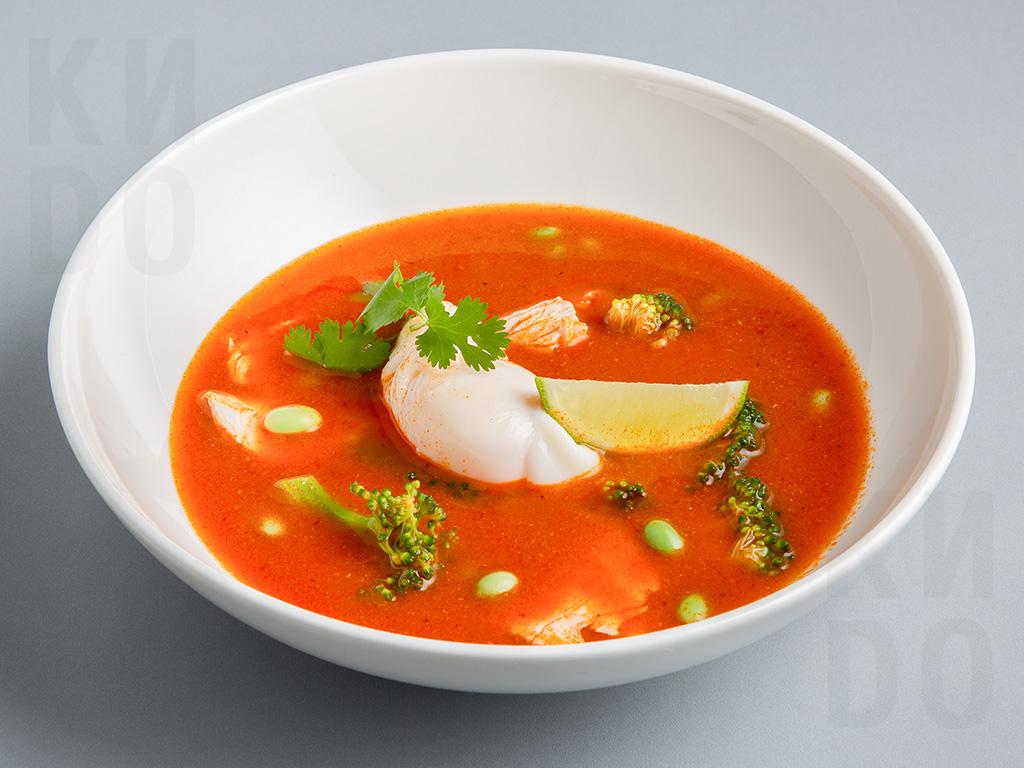 Острый суп с индейкой и яйцом пашот